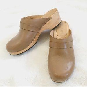 Talbots Wooden Tan Clogs